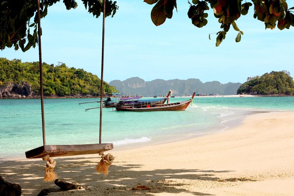 Ao Nangista ja Klong Muangista järjestetään veneretkiä Chicken Island- ja Tub Island -saarille