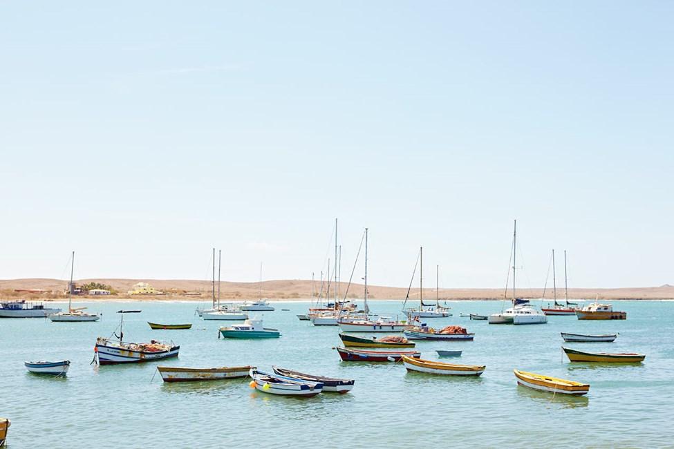 Veneitä Palmeiran kaupungin edustalla Salin saarella