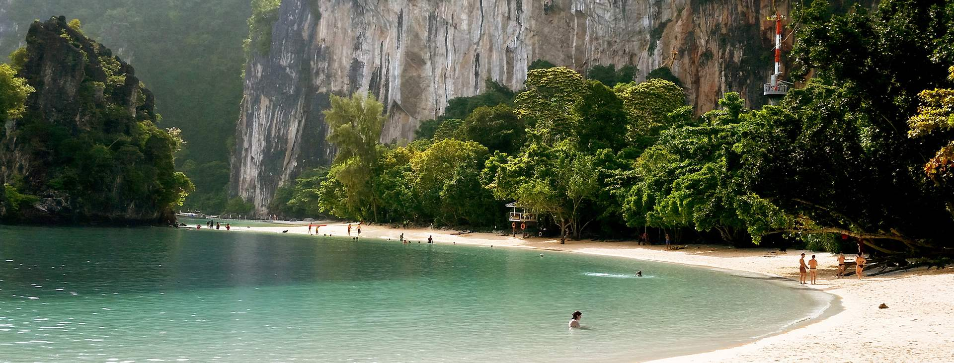 Varaa loma aurinkovarmaan Thaimaahan