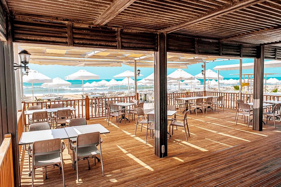 Sunwing Side Beachin oma Beach Club sijaitsee Siden itäisellä rannalla.