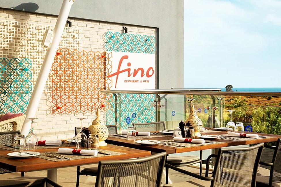 Fino Restaurant & Grill -ravintola on muuttanut parempaan paikkaan kattoterassille, josta avautuvat hienot näköalat