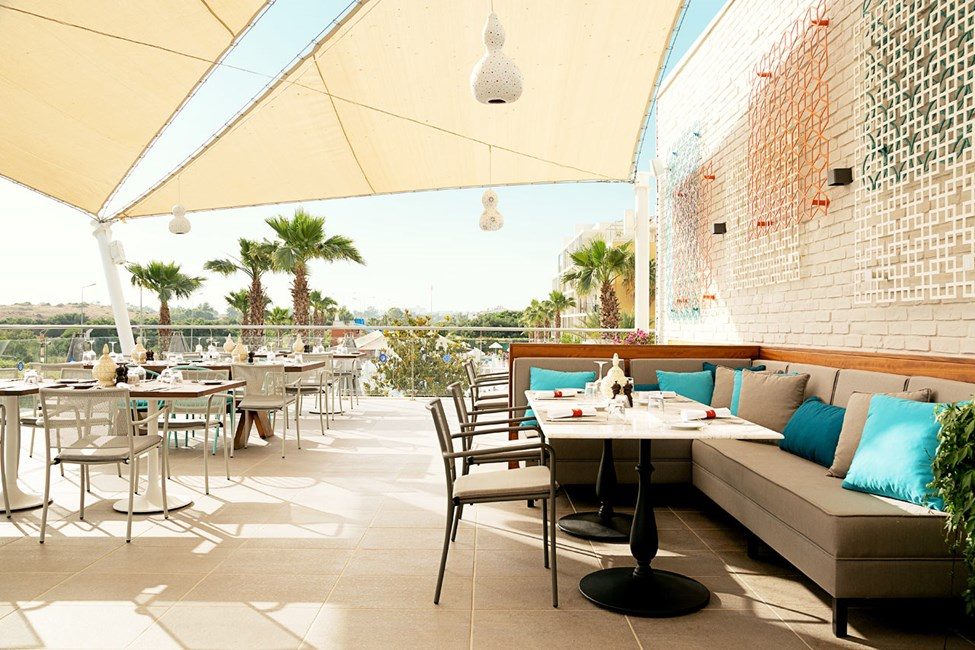 Fino Restaurant & Grill -ravintola kattoterassilla