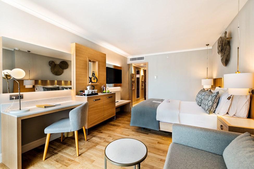 Kahden hengen deluxe-huone ja rajoitettu merinäköala