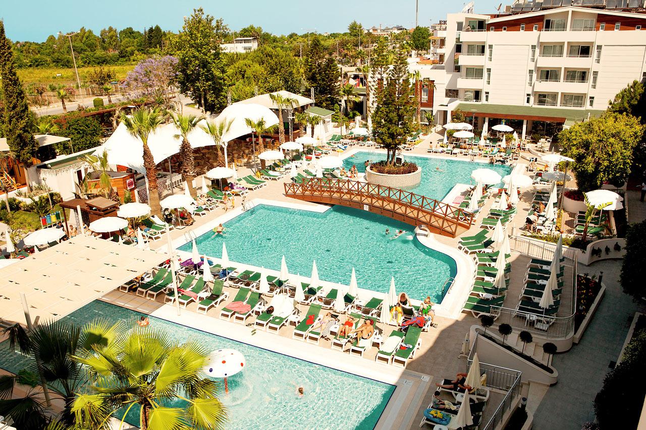 SunConnect Side Resortin hieno allasalue