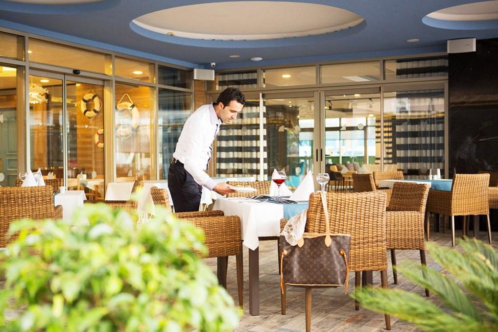 Sunprime Restaurant -ravintolan mukava ulkoterassi