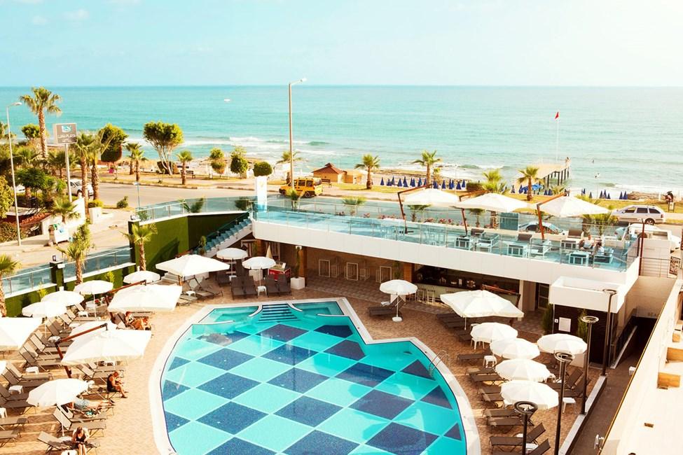 Sunprime C-Loungessa asut lähellä merenrantaa