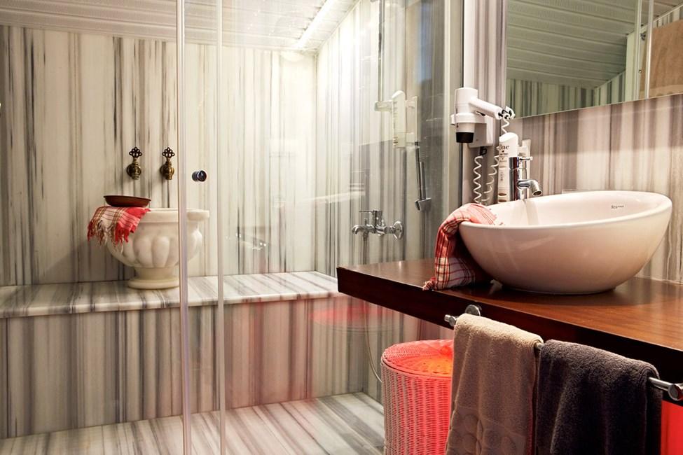 Penthouse Suite, jossa parveke ja merinäköala. Turkkilaistyylinen kylpyhuone.