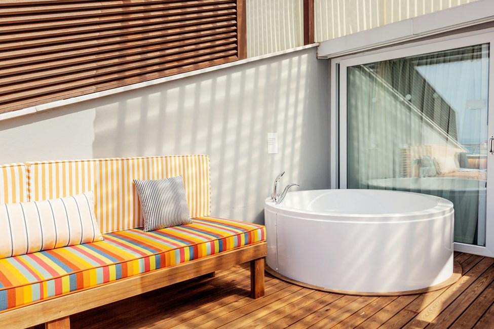 Penthouse Suite, parveke ja merinäköala