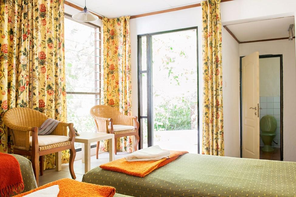 Kahden hengen huone, jossa terassi (osassa yhteinen). Näköalat puutarhaan.