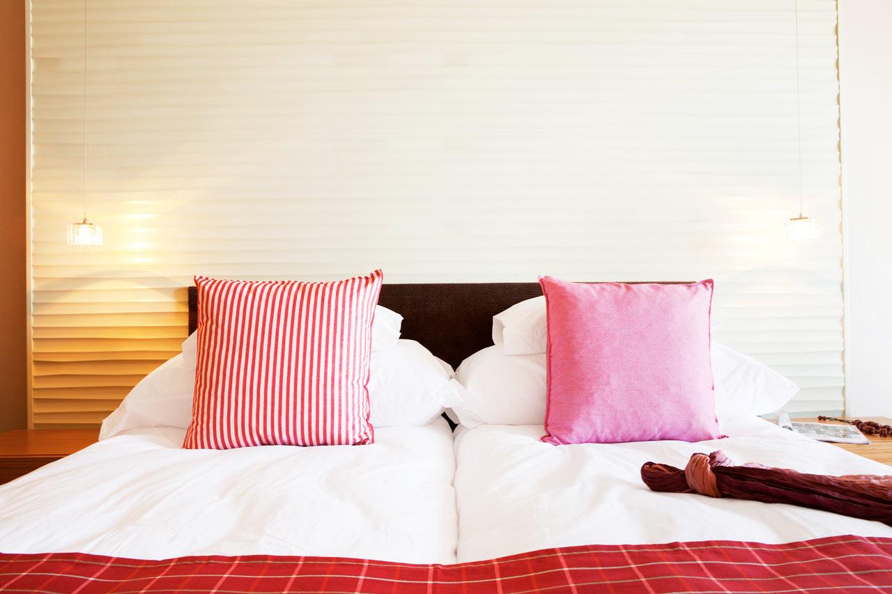 Classic Room -huoneissa on joko parveke tai terassi ja ne ovat sisustukseltaan vaaleat ja modernit.