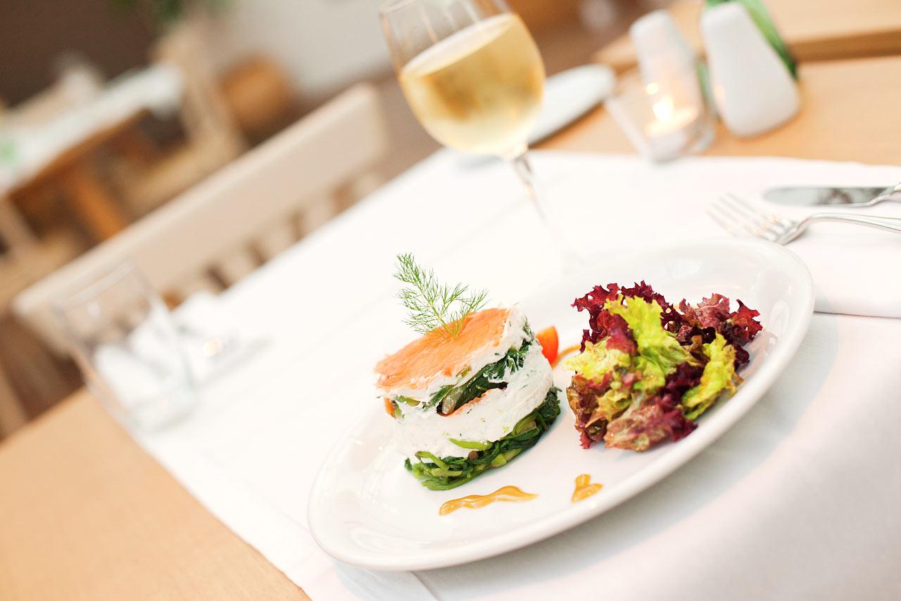 Prime Kitchen & Bar tarjoaa maittavaa aamiaista, lounasta ja illallista.