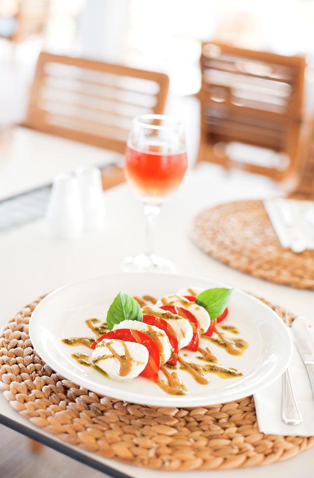 Sunprime Restaurant -ravintolassa syöt aamiaisen, lounaan ja illallisen.