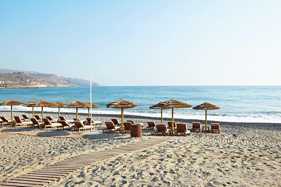 Hotellia lähinnä oleva ranta