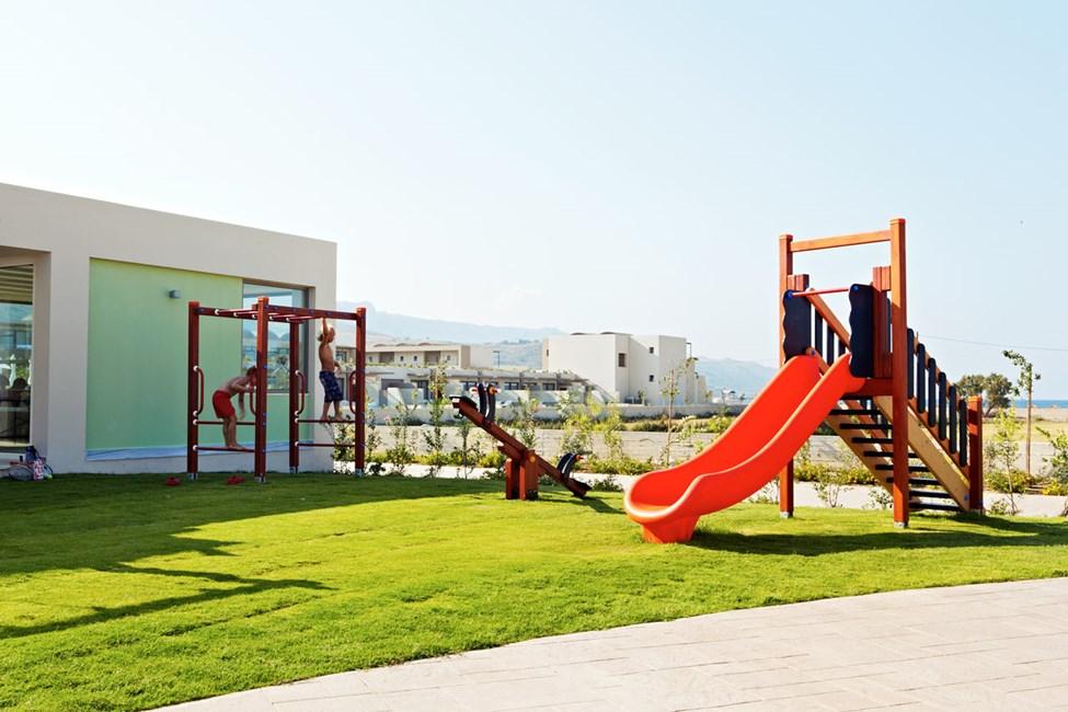 Leikkipaikka lastenkerhon vieressä