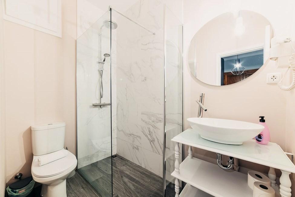 Kaksikerroksisen kaksion kylpyhuone