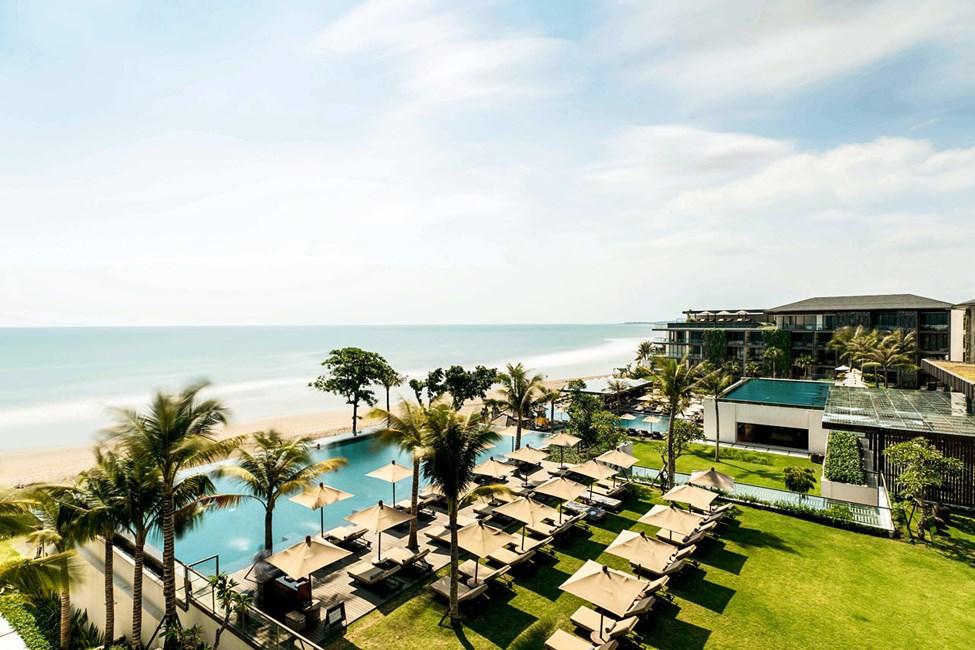 Hotellin relax-altaalta on kauniit näkymät merelle päin
