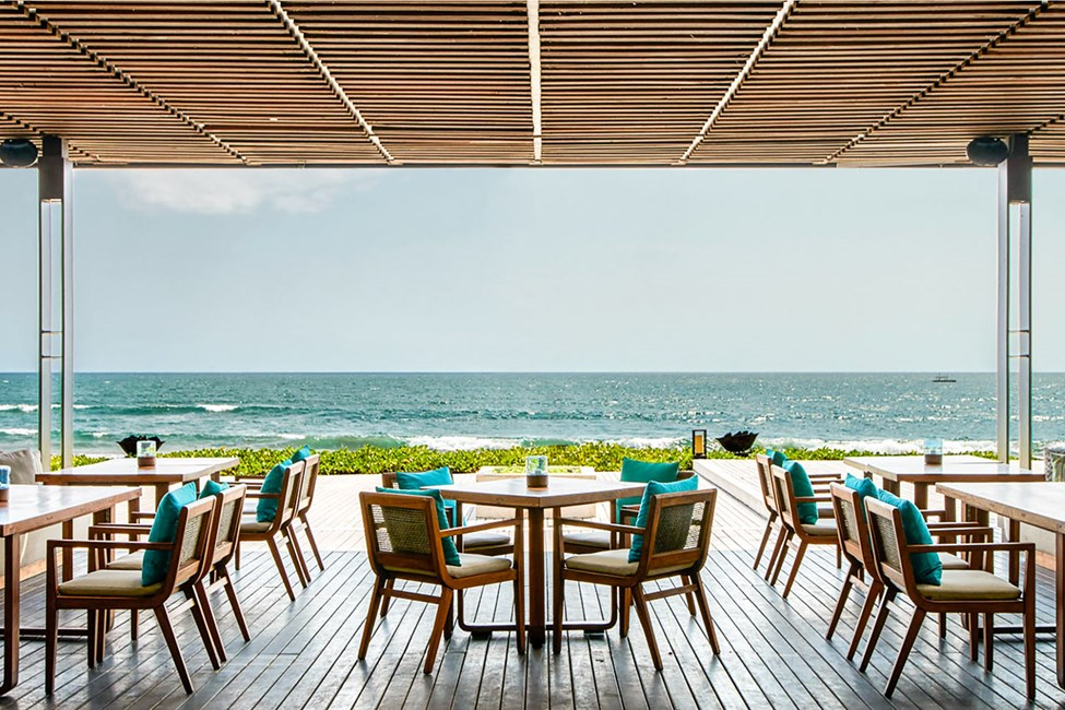 Hotellin à la carte -ravintolassa voit nauttia merinäkymistä