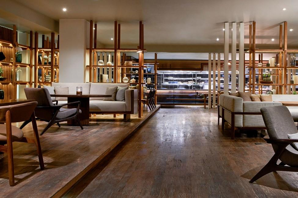 Hotellin à la carte -ravintolassa voit nauttia aamiaisen, lounaan ja illallisen