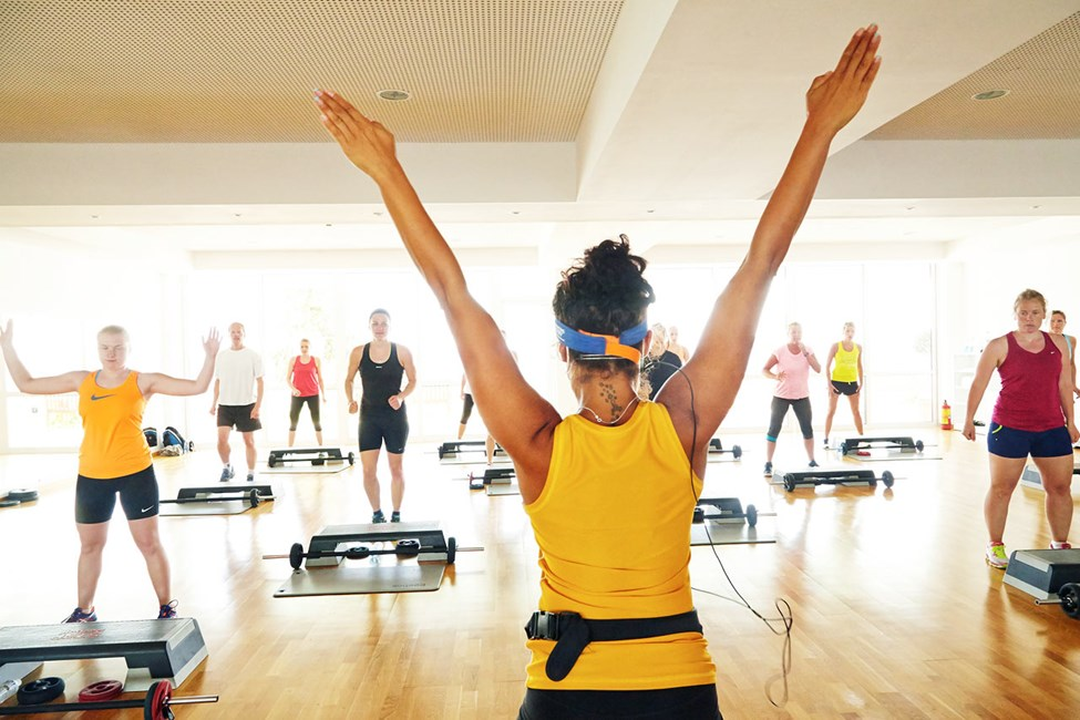 Kaikki SATS ELIXIAn liikuntatunnit ovat ilmaisia. Treenaamisen pitää olla lomalla helppoa.