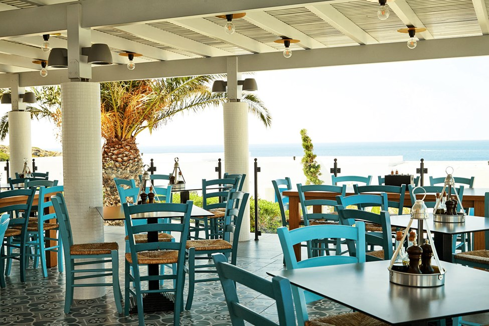Iakovo's Kitchen & Grill tarjoaa kreikkalaisia aterioita sekä kansainvälisiä lomasuosikkeja.