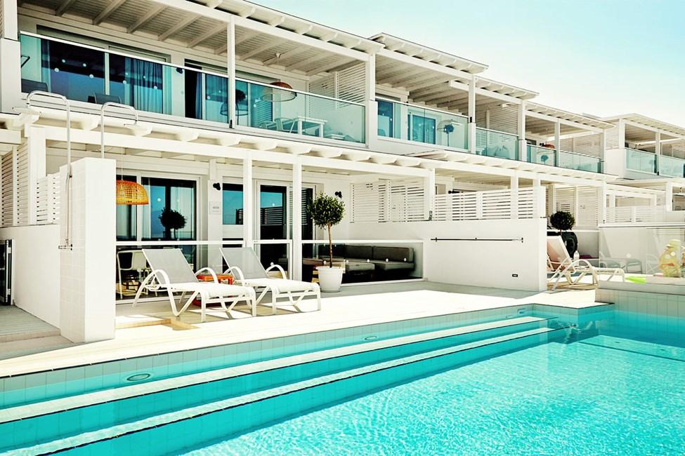 Royal Pool Suite -kolmio, suuri terassi ja merinäköala sekä suora pääsy omaan, jaettuun uima-altaaseen, Afrodite