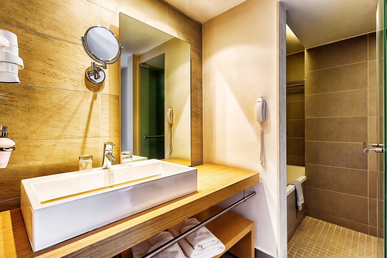 Duplettihuoneen kylpyhuone