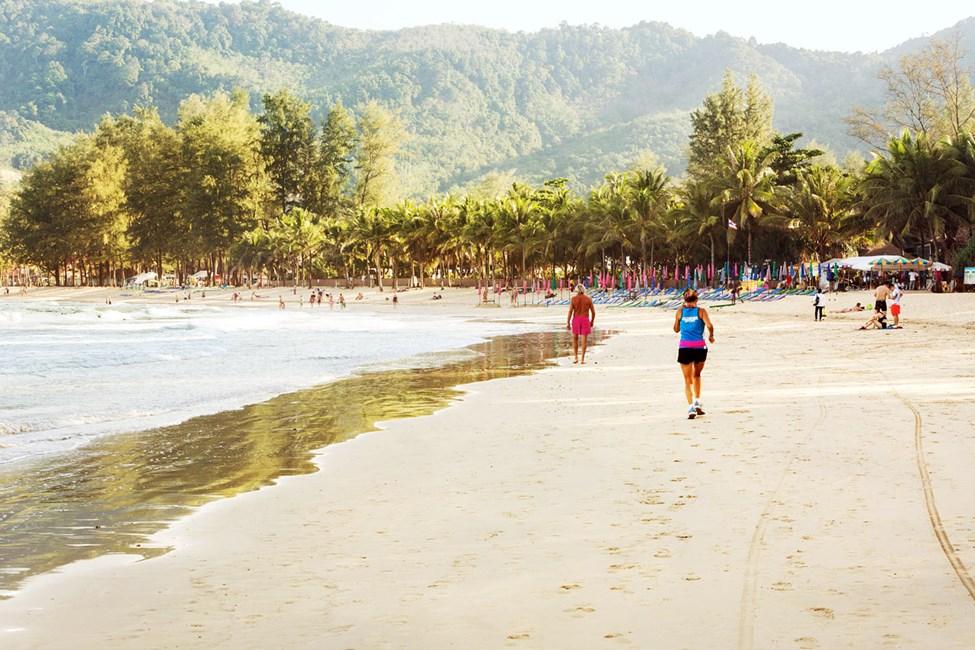 Kamala Beachin ranta on noin 2 km pitkä ja se sopii hyvin lenkkeilyyn
