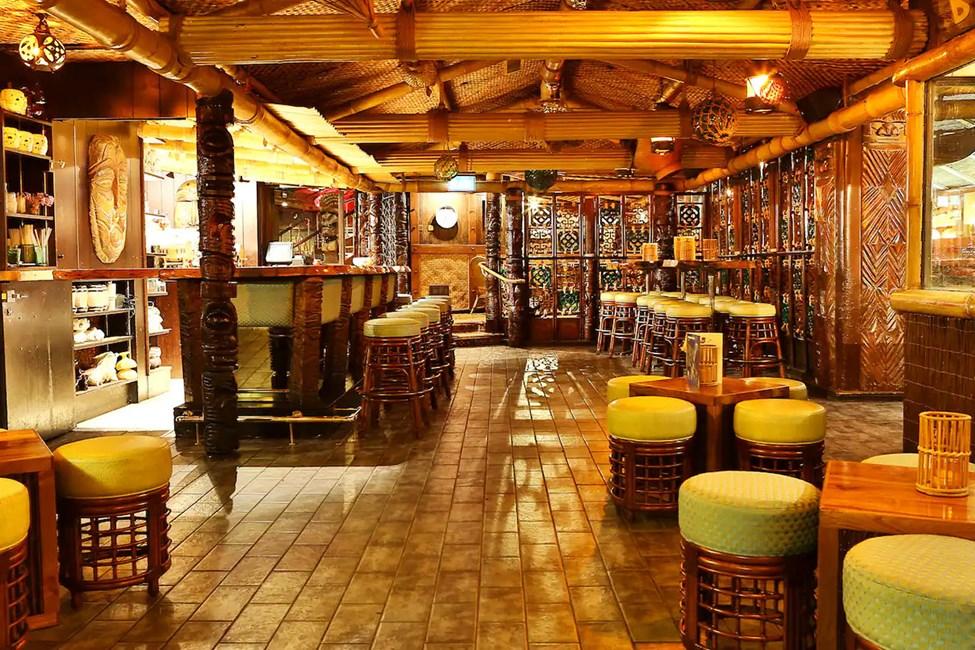 Hotellin yhdistetty baari- ja ravintola
