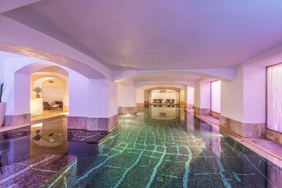 Uima-allas hotellin spa-osastolla