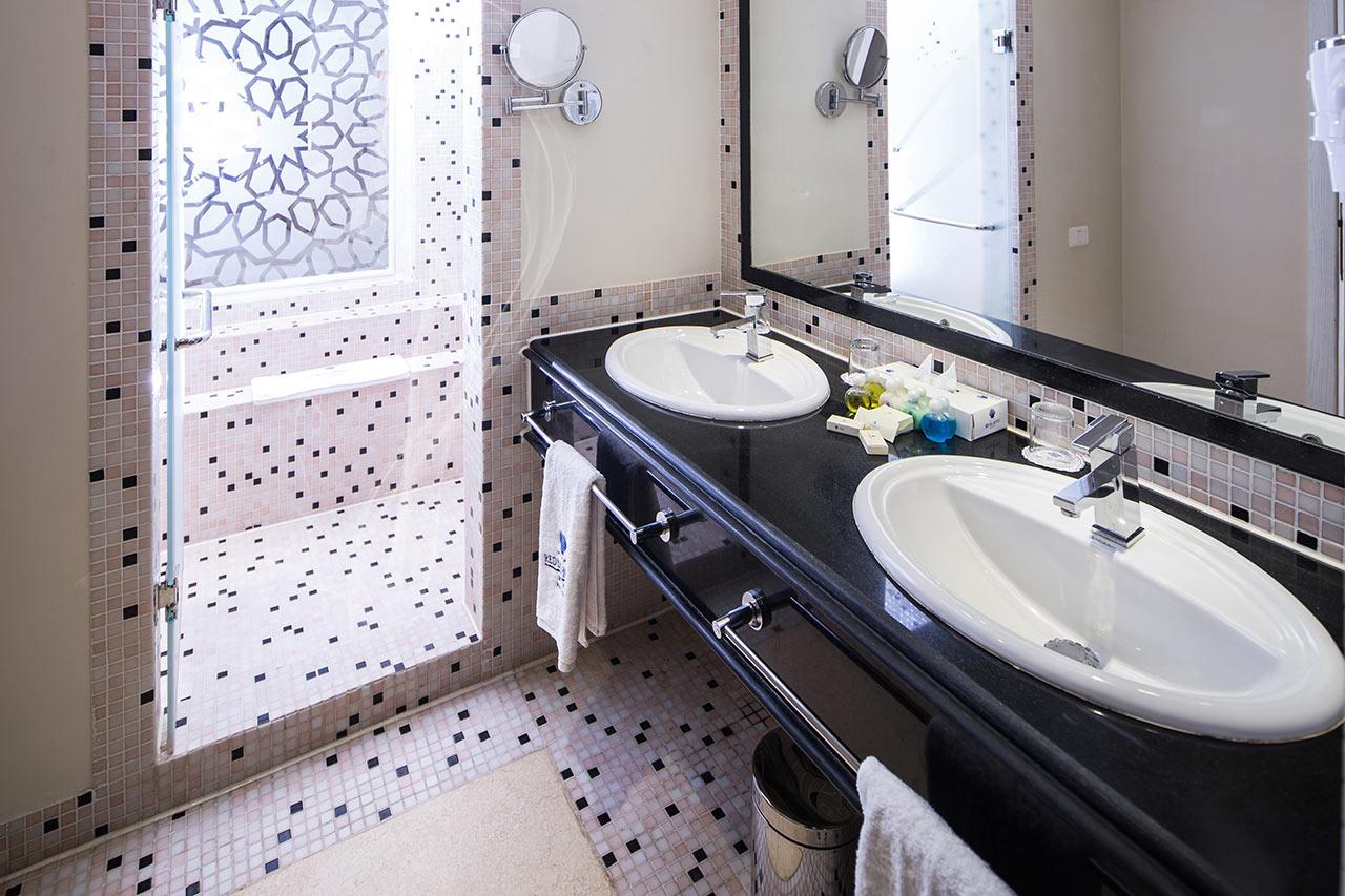 Juniorsviitin kylpyhuone