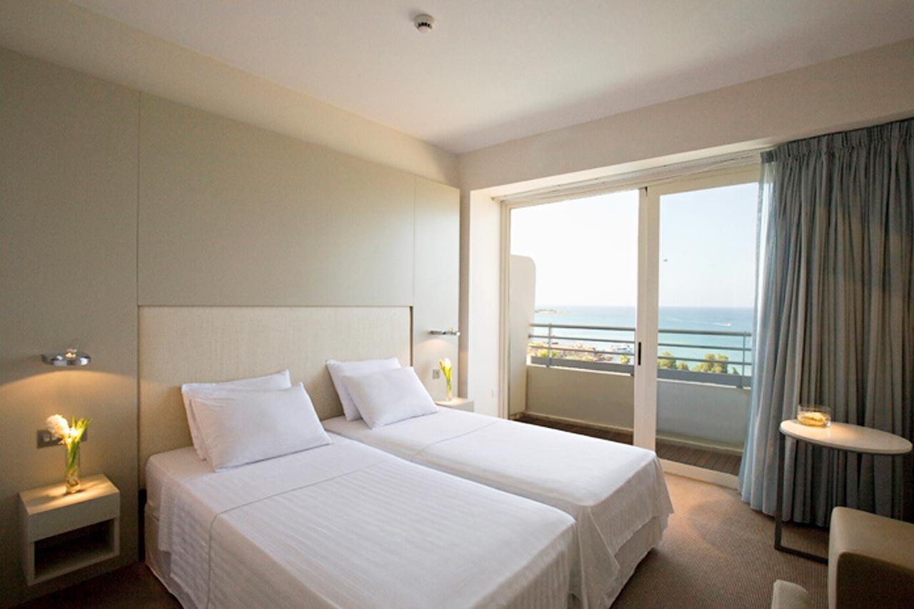 Kahden hengen huone, rajoitettu merinäköala