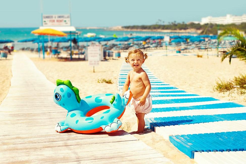 Sunwing Sandy Bay Beachistä on rannalle vain noin 100 metriä.