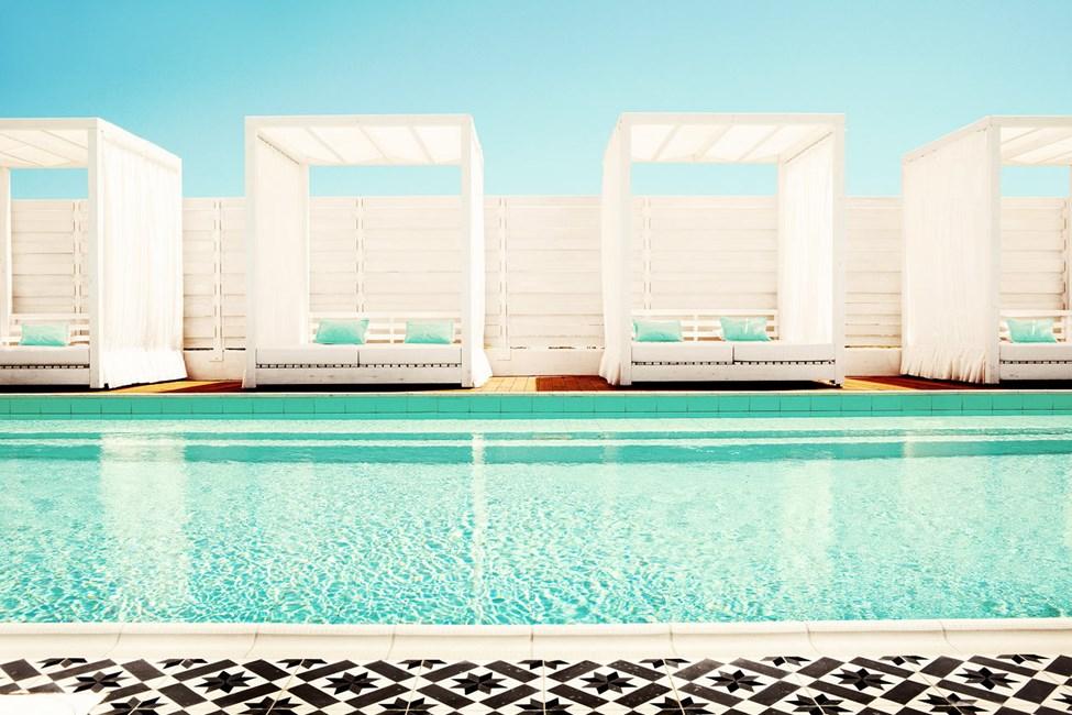 Spa-osaston rauhallisessa uima-altaassa voit rentoutua joko ennen hoitoa tai sen jälkeen.