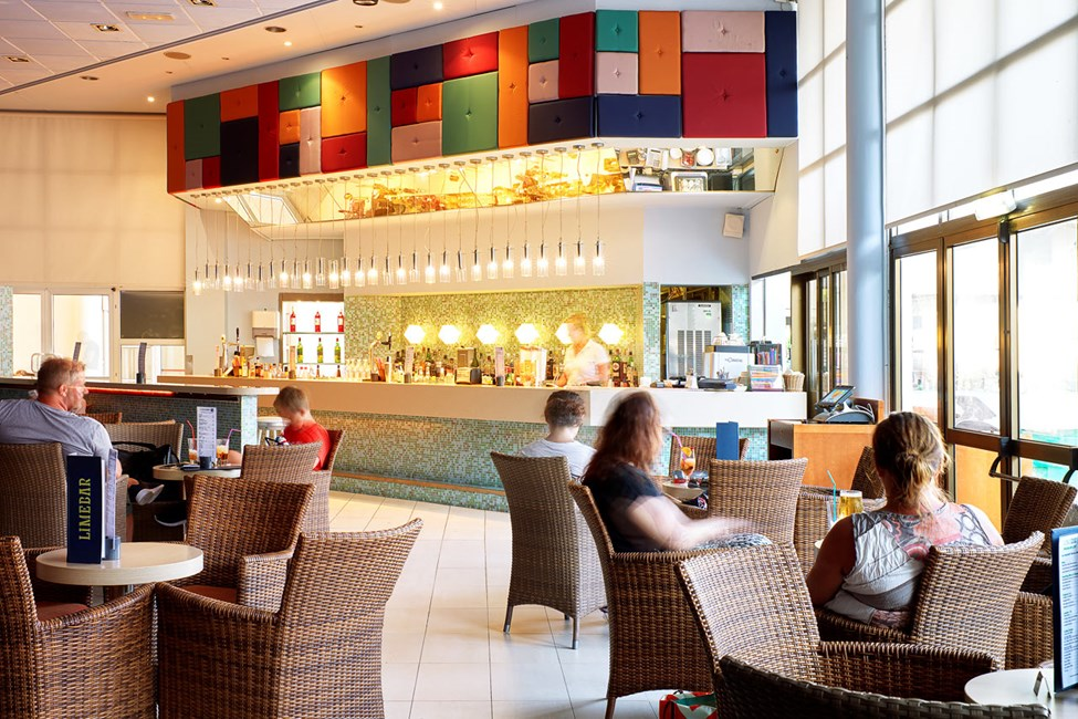 Lime baarissa voit nauttia jotain hyvää juomaa sekä ennen että jälkeen illallisen