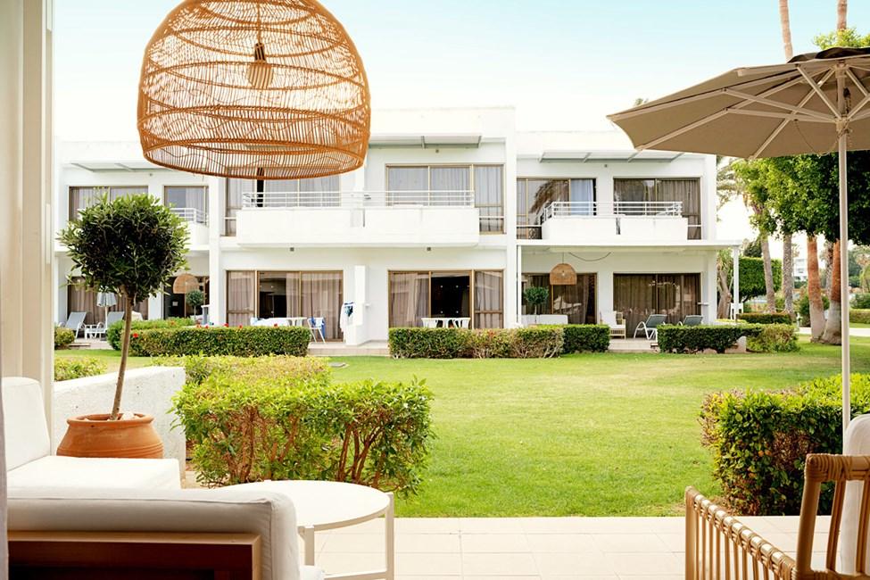 Royal Lounge Suite -kaksio, terassi puutarhaan päin