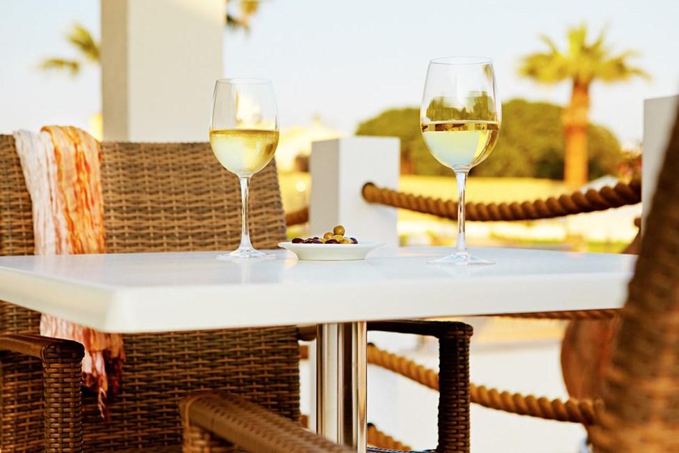 Sunprime Restaurant -ravintolassa on viihtyisä tunnelma ja tarjolla maukasta ruokaa. Sama omistaja pyörittää useita Ayia Napan parhaimmista ravintoloista.