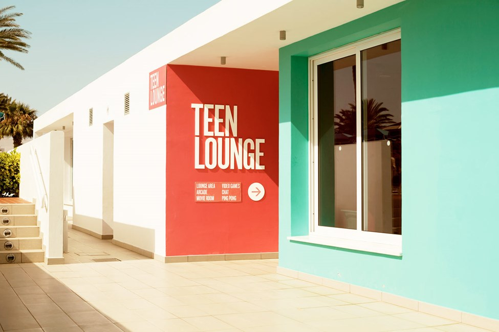Teen Lounge Sunwing Sandy Bay Beachin puolella on nuorison oma kokoontumispaikka, kun välillä haluat lähteä pois auringosta ja altaalta ja pikkulasten seurasta
