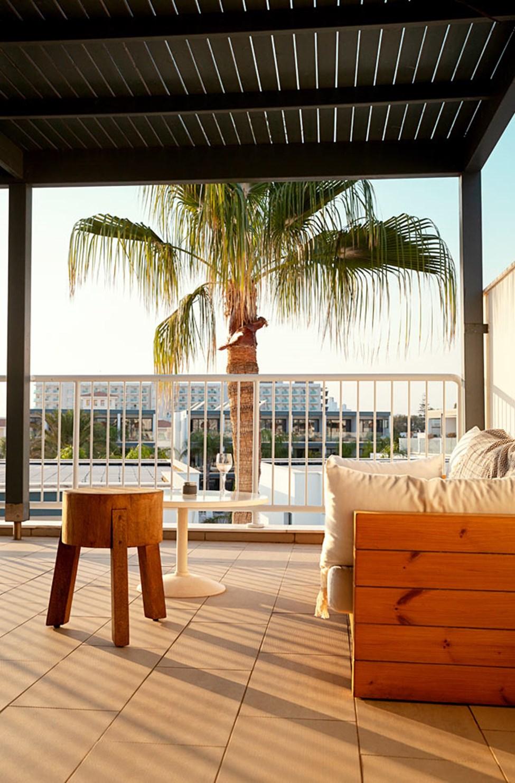CLUB SUITE, 3 huonetta, suuri parveke ja kattoterassi, joista molemmista merinäköala