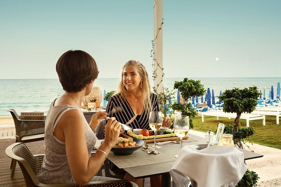 Rantaravintolasta avautuvat hulppeat näkymät merelle
