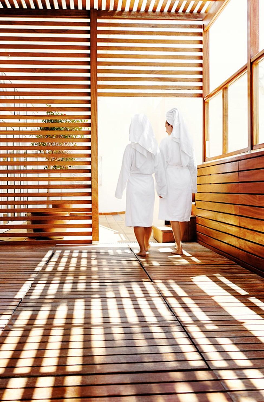 Hemmottele itseäsi ihastuttavilla hoidoilla spa-osastollamme