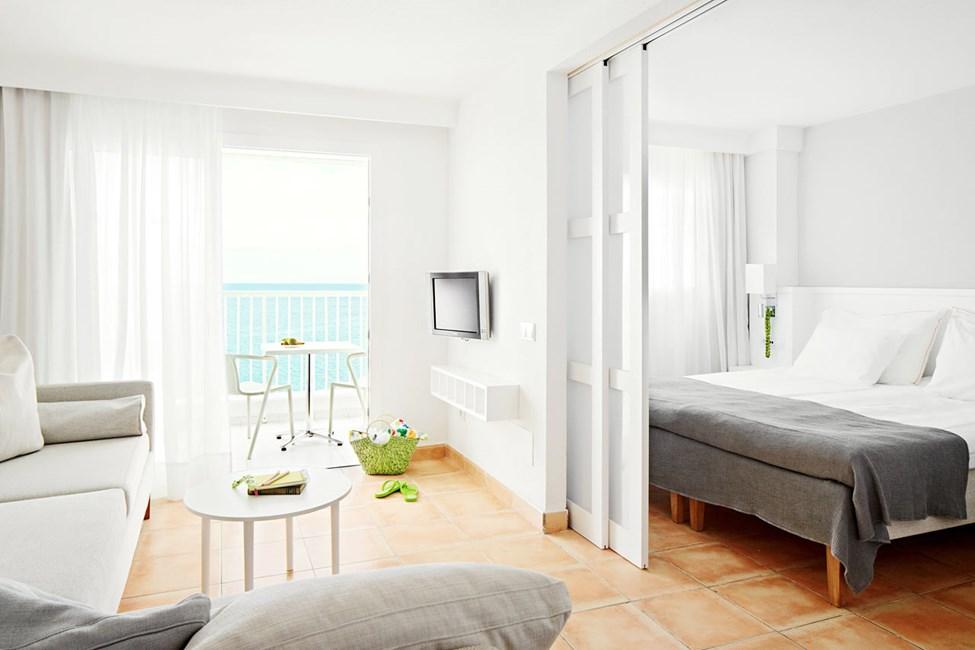 FAMILY - 2 huonetta, parveke ja merinäköala