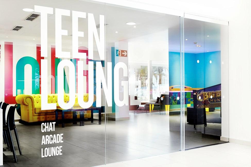 Teen Loungessa nuoriso voi viettää aikaansa samanikäisten seurassa