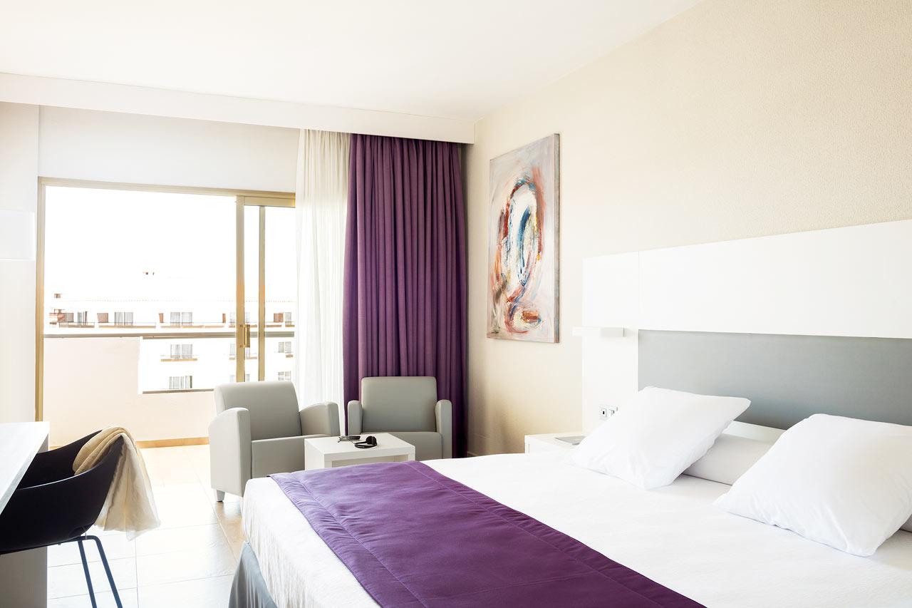 Kaikissa huoneissa on tyylikäs ja moderni sisustus