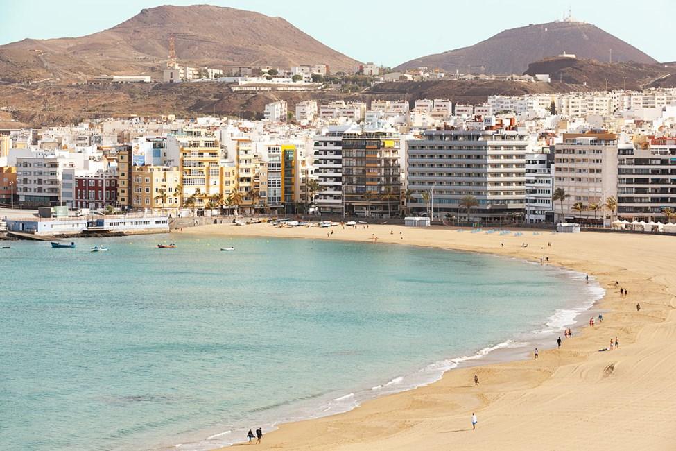 Allasalueelta on hienot näkymät Las Palmasiin ja rannalle päin