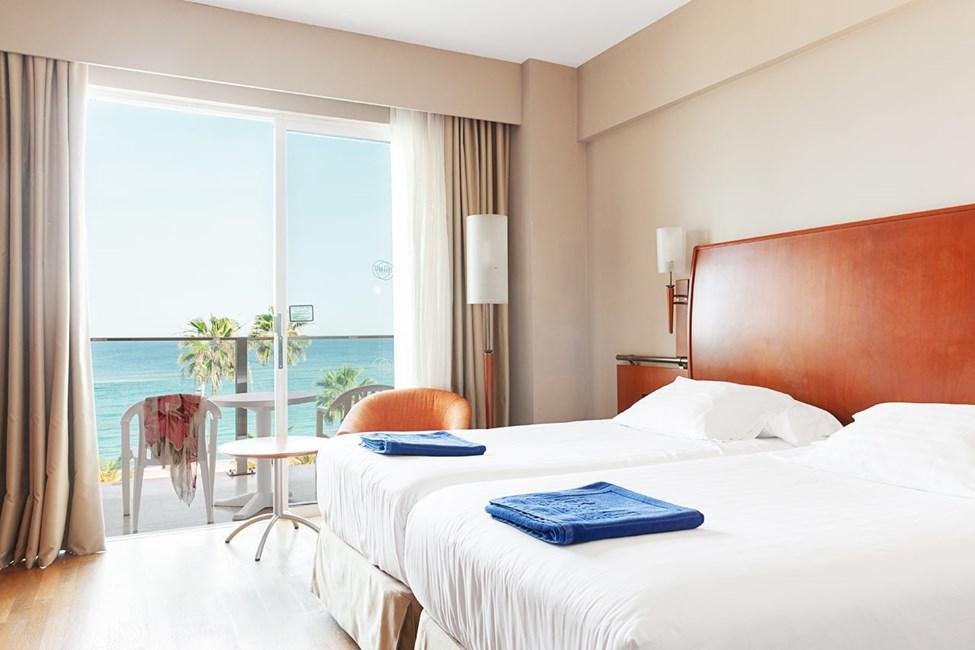 Kahden hengen huone ja merinäköala