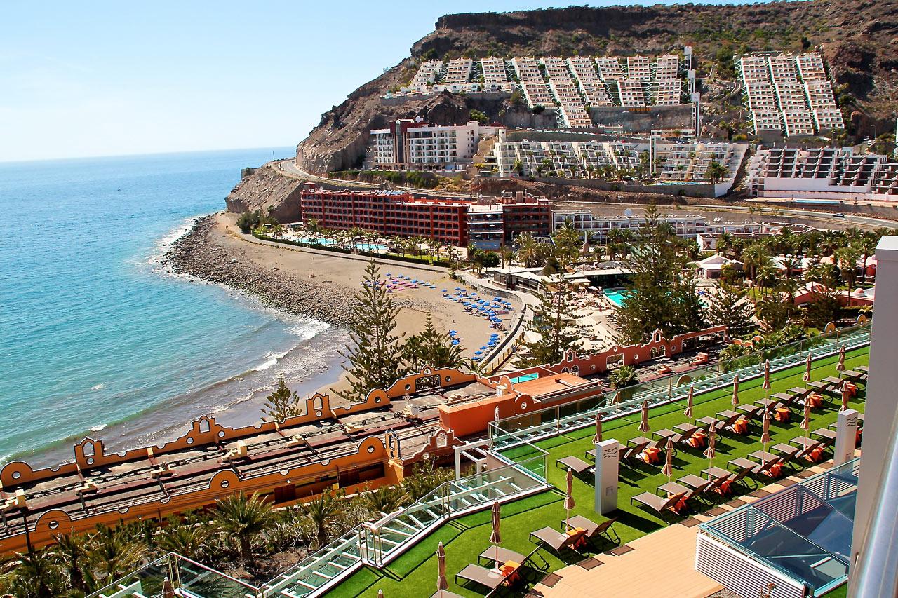 Hotellista avautuu näköala Playa del Curan suuntaan