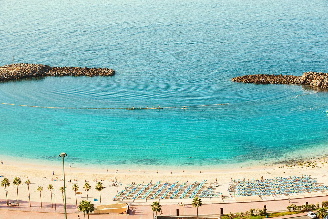 Hotellista avautuvat näköalat Amadoresin rannalle päin