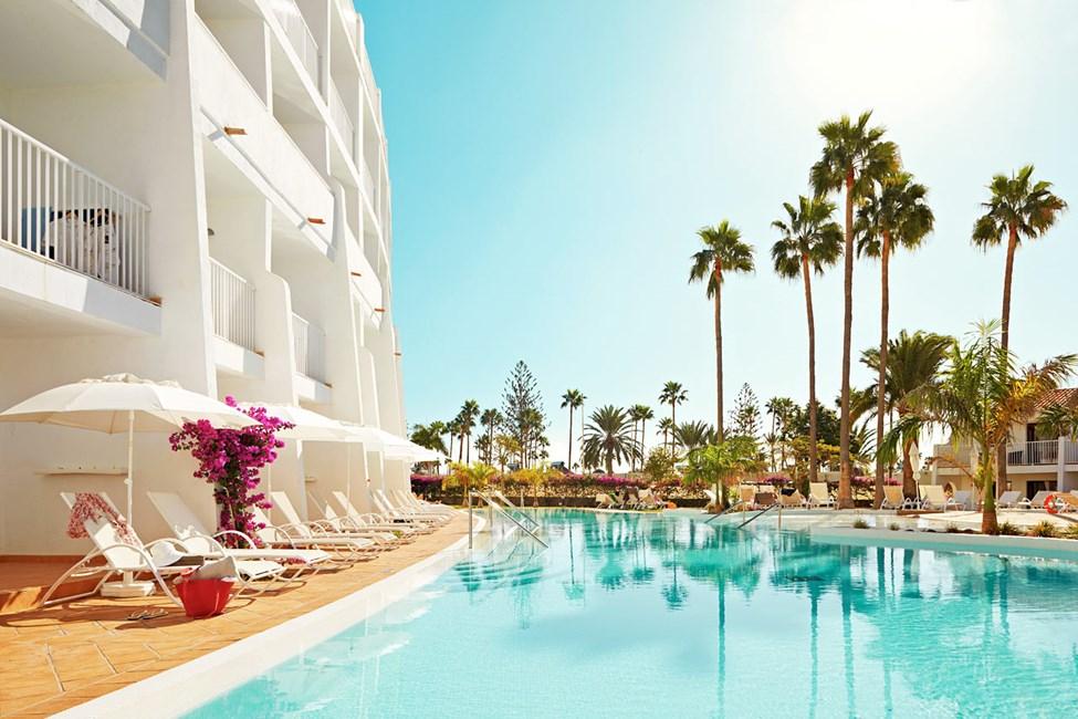 Saat lisää luksusta lomailuusi varaamalla Classic Suite -huoneen, josta pääsee suoraan uima-altaaseen.