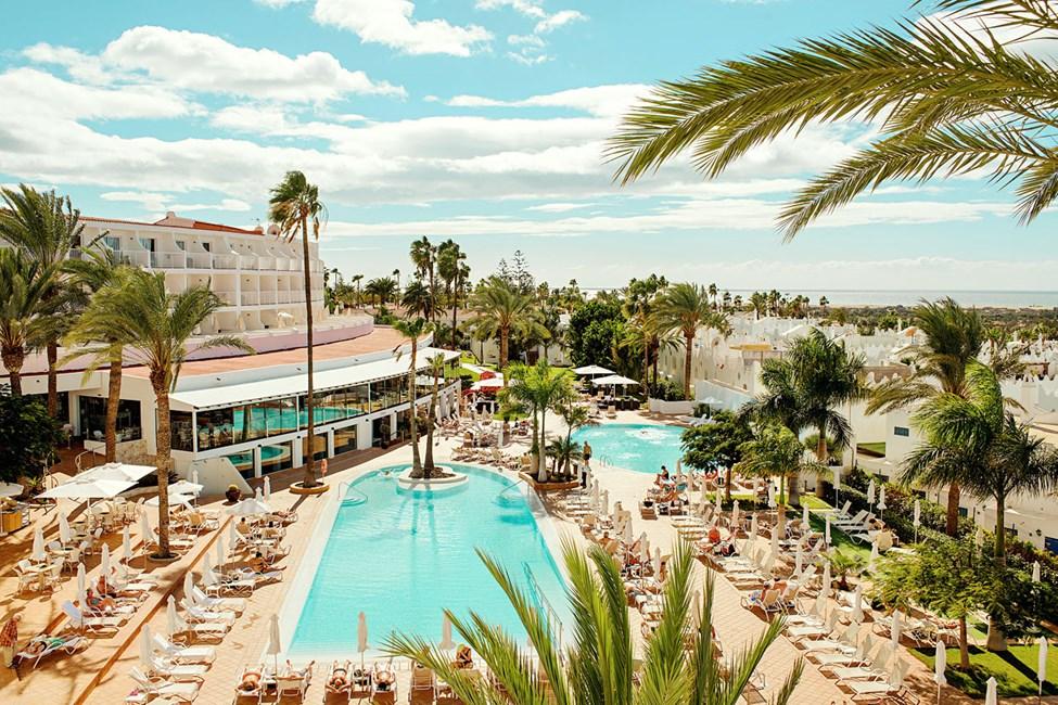 Atlantic View -hotellin suurella aurinkoterassilla on kolme lämmitettyä uima-allasta (talvikaudella, n. 25 c).