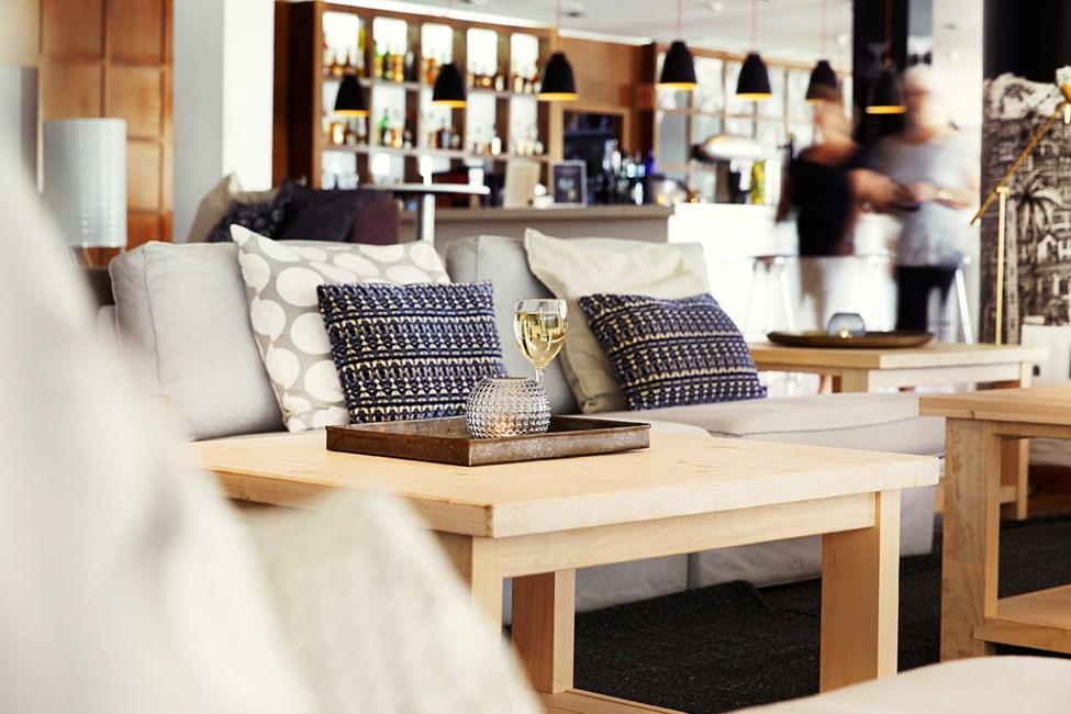 Hotellin moderni loungebaari